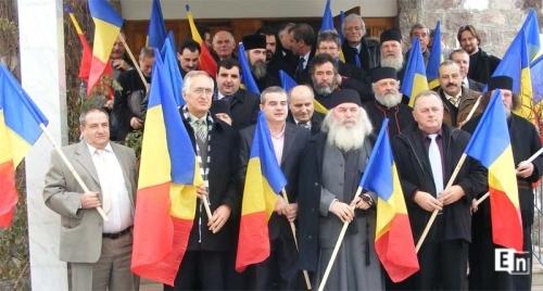 Ioan Lăcătuşu, pe al doilea rând, în stânga Episcopului Covasnei şi Harghitei Ioan Selejan