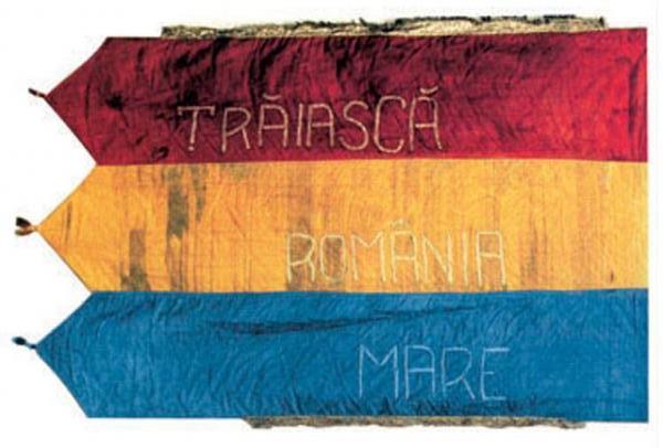 """Marea Unire - Steag cu deviza """"Trăiască România Mare"""""""