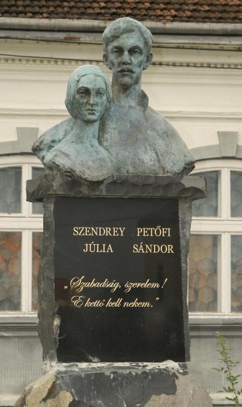 petofi_szendrei_szobor